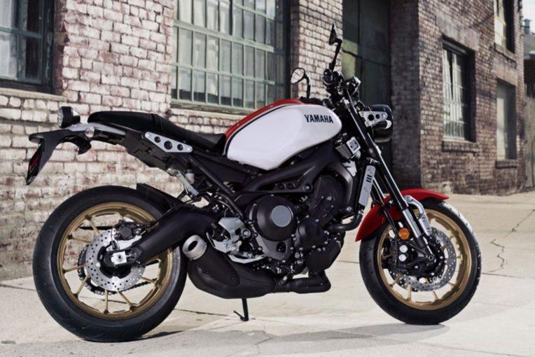 MotoGP   ヤマハ、XSR900をマイナーチェンジ。白×赤×黒カラーで80年代スポーツモデルをイメージ