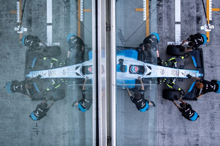 F1 | 【動画】ウイリアムズF1、新車『FW43』を初始動。順調な準備状況にサー・フランクも笑顔