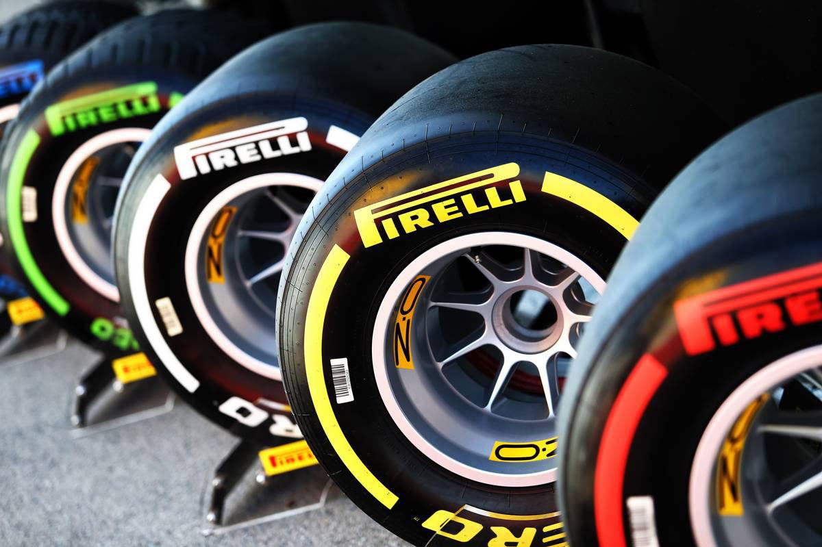 2019年F1第5戦スペインGP パドックに置かれたピレリタイヤ