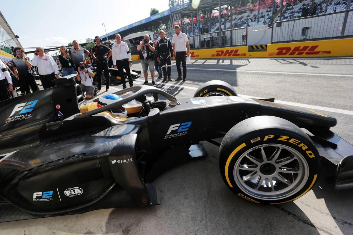 2019年F1第14戦イタリアGP ジャン・アレジが18インチタイヤを装着したF2マシンをデモラン