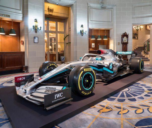 F1   メルセデスF1、2020年型マシン『W11』のカラーリングをお披露目。スポンサーカラーのレッドをあしらう