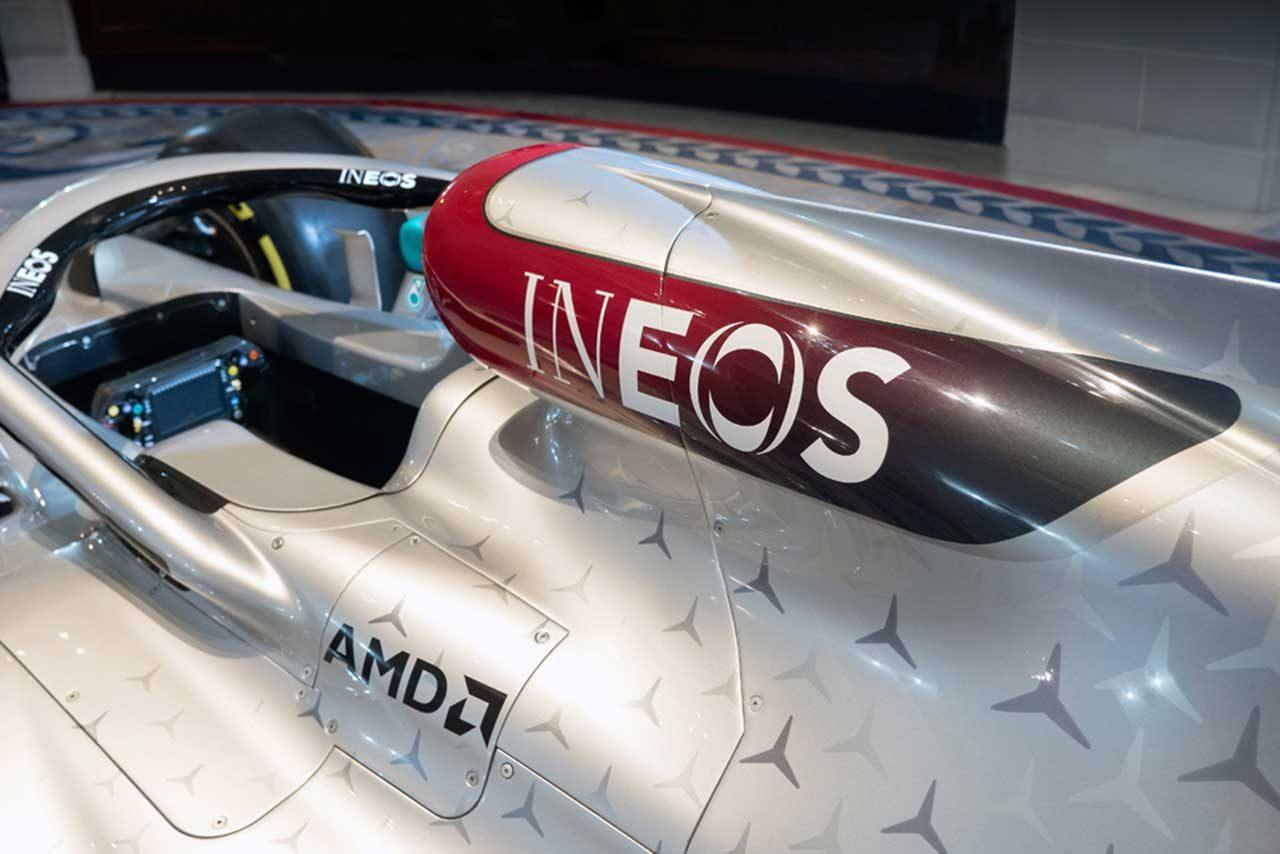 メルセデスF1のマシンに掲出されるイネオスのロゴ