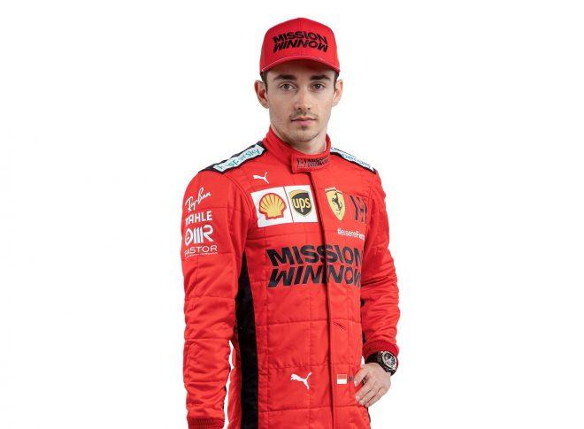 2020年用フェラーリF1レーシングスーツを着たシャルル・ルクレール
