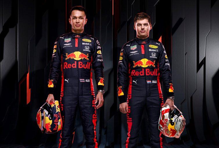 F1   レッドブルF1、新車に先立ち2020年用レーシングスーツを初披露。フェルスタッペンは新ヘルメットも紹介
