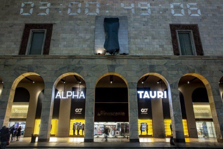 F1 | アルファタウリF1、イタリアでもニューマシン発表イベントを開催。老舗デパートのウォールをジャック