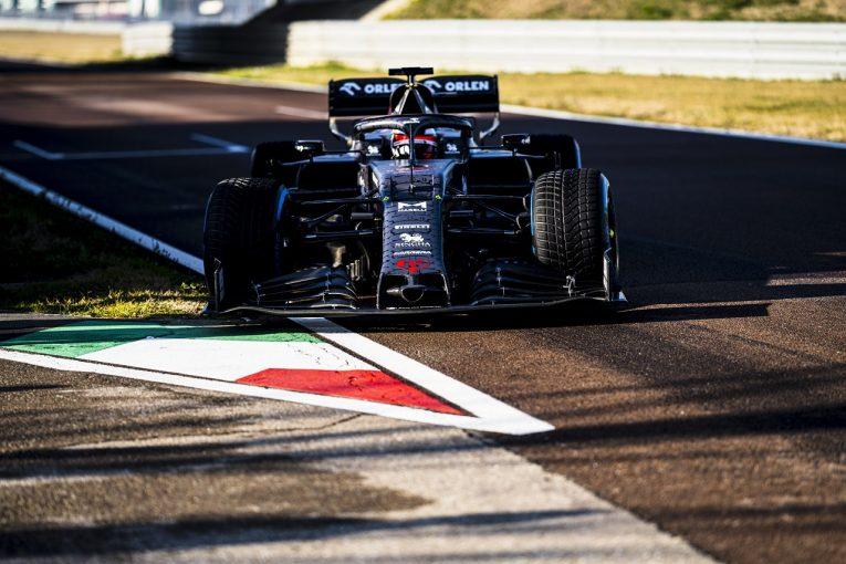 F1 | アルファロメオF1、2020年型『C39』をシェイクダウン。ライコネンがバレンタインデー仕様のマシンをドライブ
