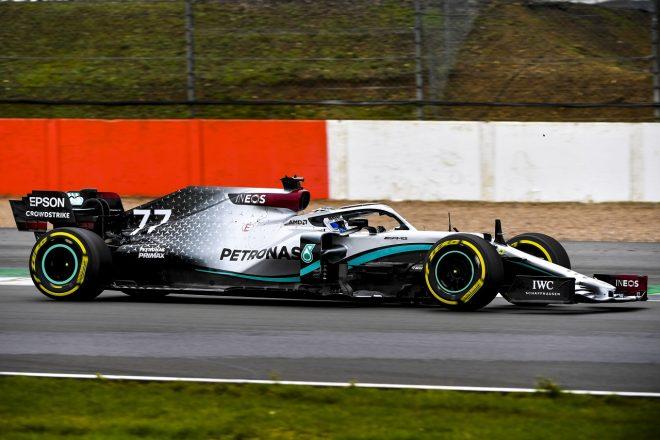 メルセデス2020年型F1マシン『W11』のシェイクダウンを行うバルテリ・ボッタス