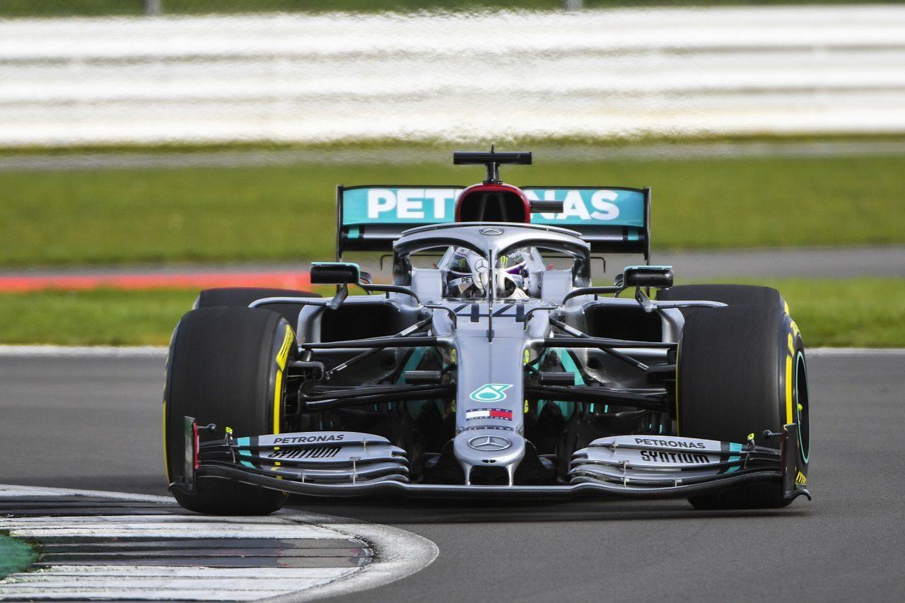 メルセデス2020年型F1マシン『W11』で初走行したルイス・ハミルトン