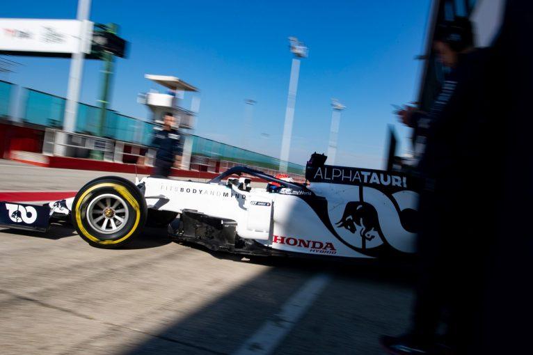 F1 | 【動画】「速そうだ」とガスリー。アルファタウリ・ホンダF1『AT01』初走行のオンボード&空撮映像