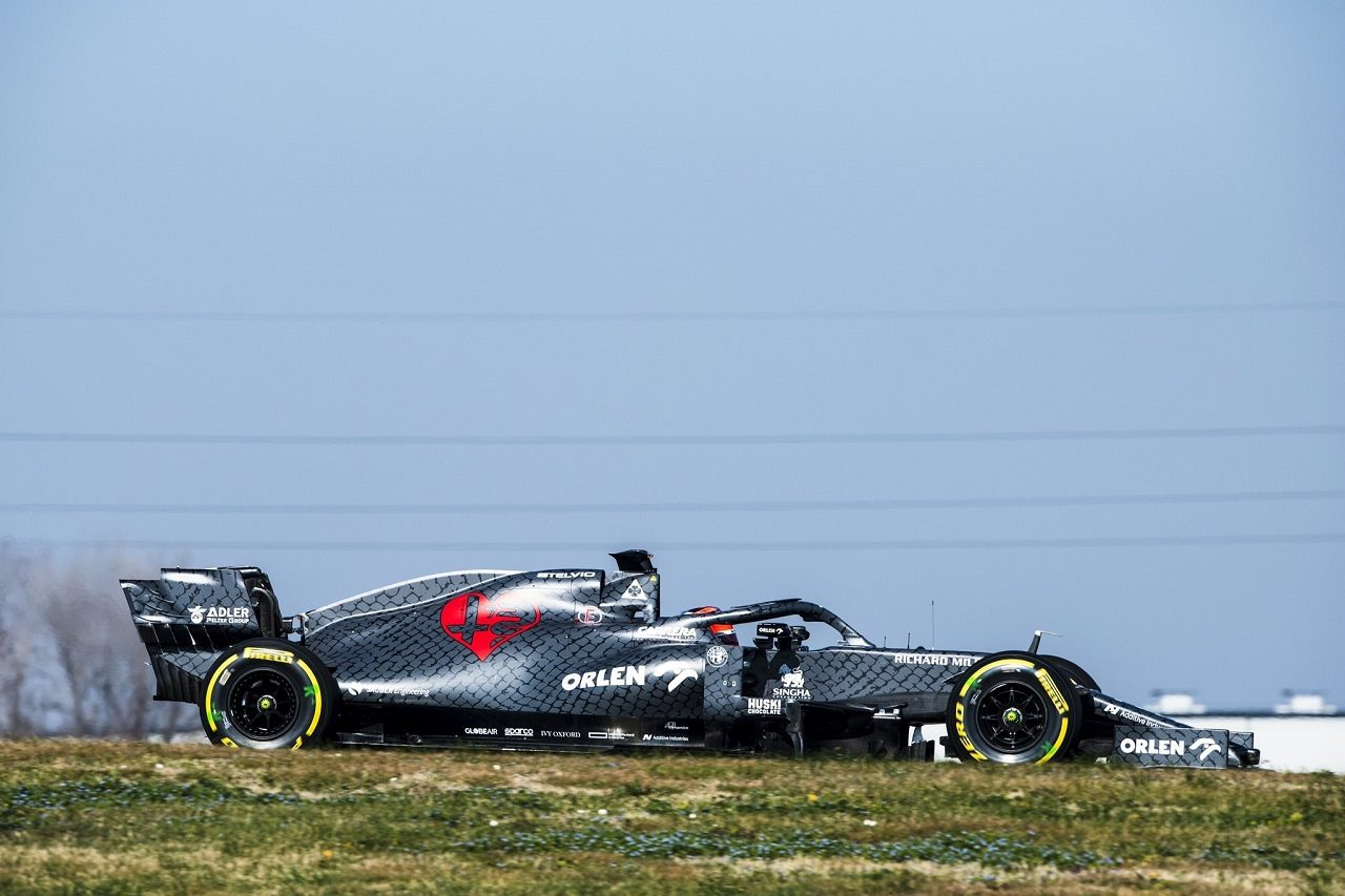 アルファロメオ2020年型F1マシン『C39』のシェイクダウンを行うキミ・ライコネン