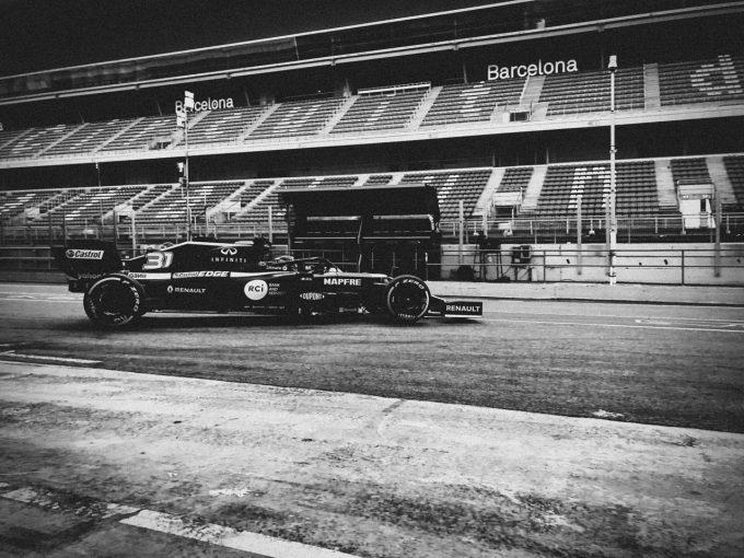 F1   【動画】ルノーF1が2020年型『R.S.20』をシェイクダウン、モノクロームの映像を公開