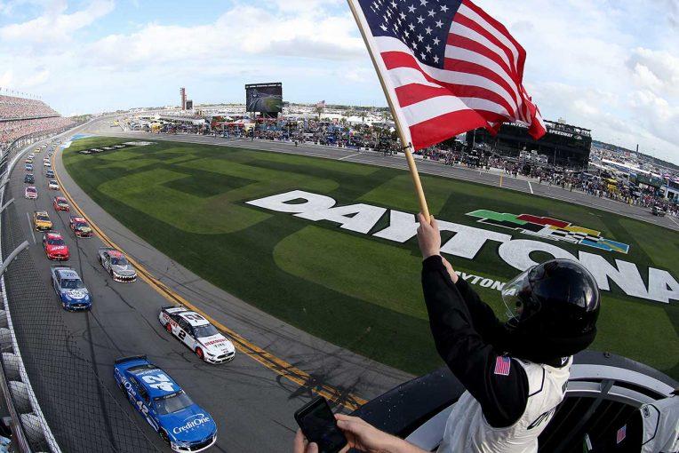 海外レース他 | NASCAR開幕戦デイトナ500ファイナルラップの大クラッシュでニューマン緊急搬送。レースはトヨタ連勝