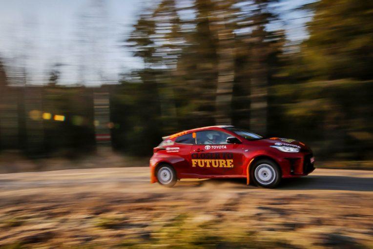 クルマ | 【動画】赤いGRヤリスがWRCスウェーデンに登場。ゼロカーの役目を果たす