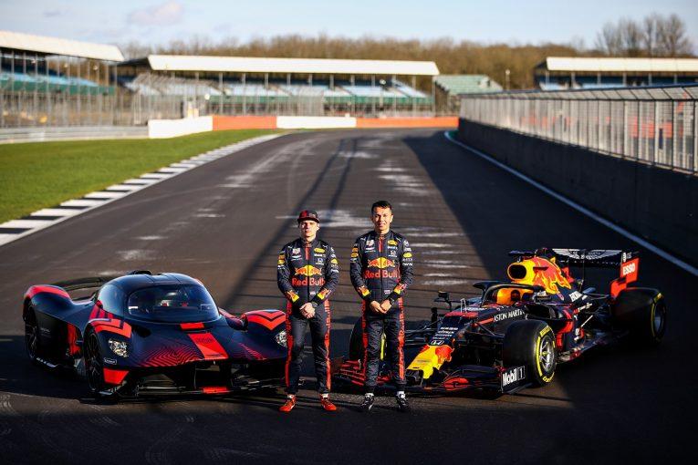 F1   【動画】フェルスタッペン&アルボン、アストンマーティン・ヴァルキリーを初ドライブ