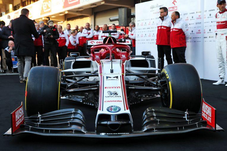 F1   アルファロメオF1、2020年型マシン『C39』をアンベイル。リザーブドライバーとしてクビサも参加