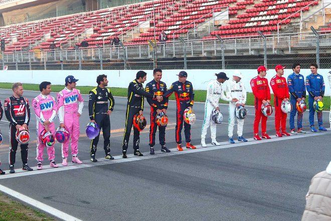 F1 | F1 Topic:握手を交わしたフェルスタッペンとオコン。小競り合いから1年3カ月ぶりに和解