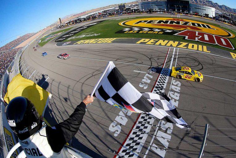 海外レース他   NASCAR第2戦:最終周直前に多重クラッシュ発生もフォードのロガーノがキャリア24勝目