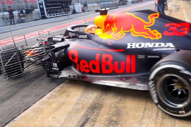 マックス・フェルスタッペンがドライブしたRB16。フロントタイヤ後方についた金網状のパーツがエアロレイクだ