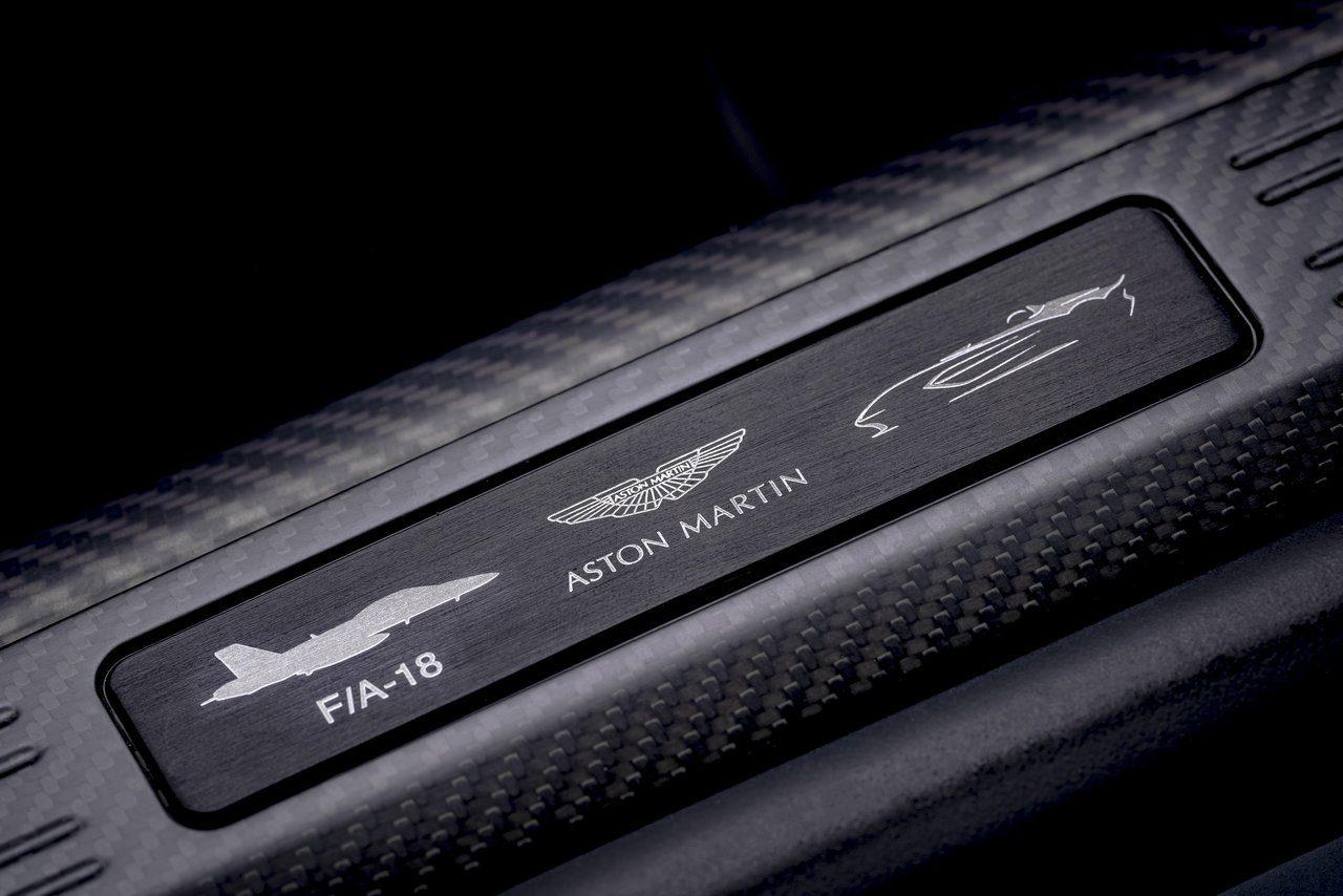 アストンマーティン、限定88台の『V12スピードスター』発表。レースの歴史と航空デザインの融合作