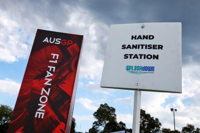 2020年F1オーストラリアGP水曜 サーキットに手指消毒を促す看板が設置