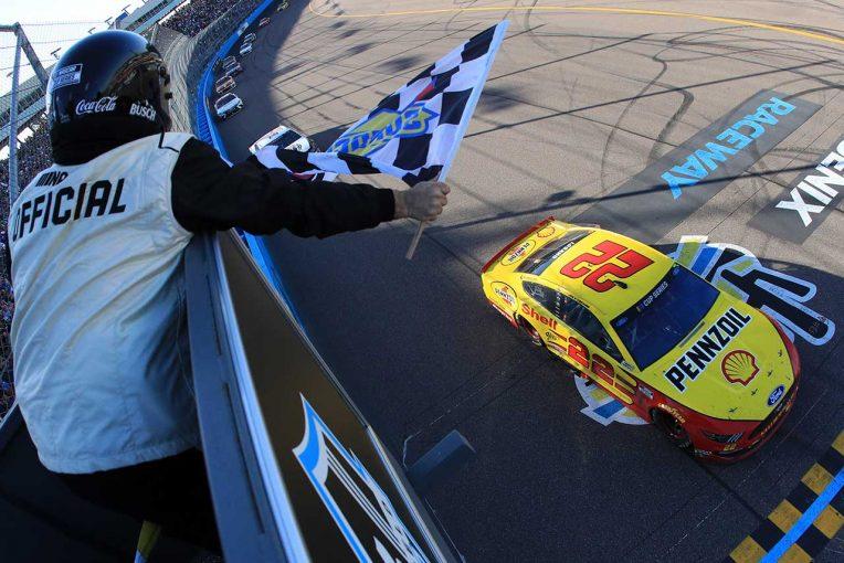 海外レース他   NASCAR第4戦:フォードのロガーノがシーズン2勝目。下位エクスフィニティではスープラがトップ3独占
