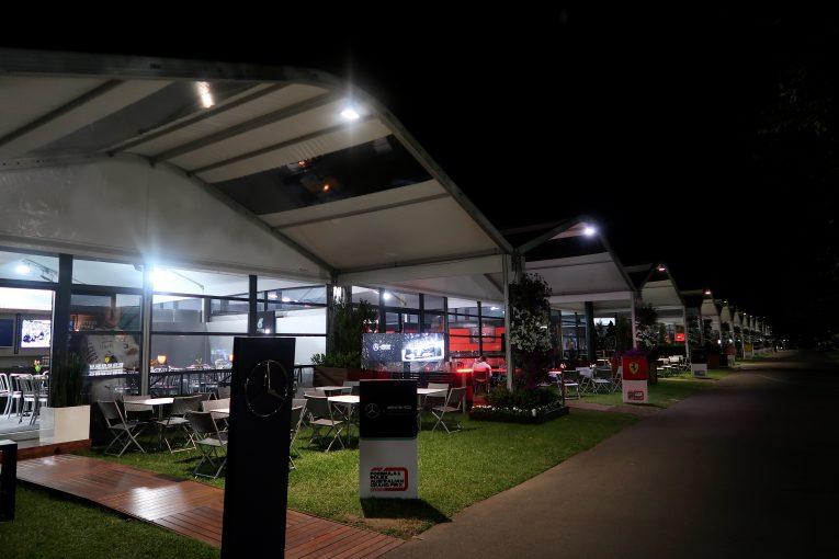 F1 | F1 Topic:全チームが深夜に緊急会合、オーストラリアGP開催可否を協議か。ハースF1スタッフは陰性との噂