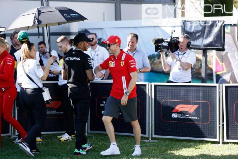 Blog | 【ブログ】Shots!自身30回目のF1開幕戦はワクワク感を欠く。ベッテルは肘タッチで予防対策/F1オーストラリアGP