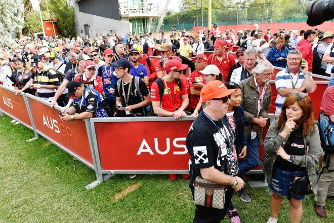 2020年F1第1戦オーストラリアGP金曜 ゲートにファンが到着した後に、中止発表が行われた
