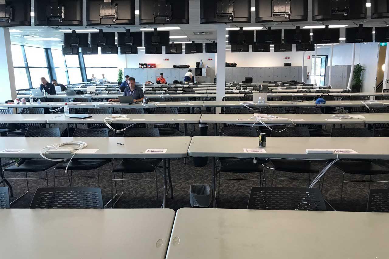 本来であればグランプリ初日だった金曜日はメディアセンターも閑散としていた