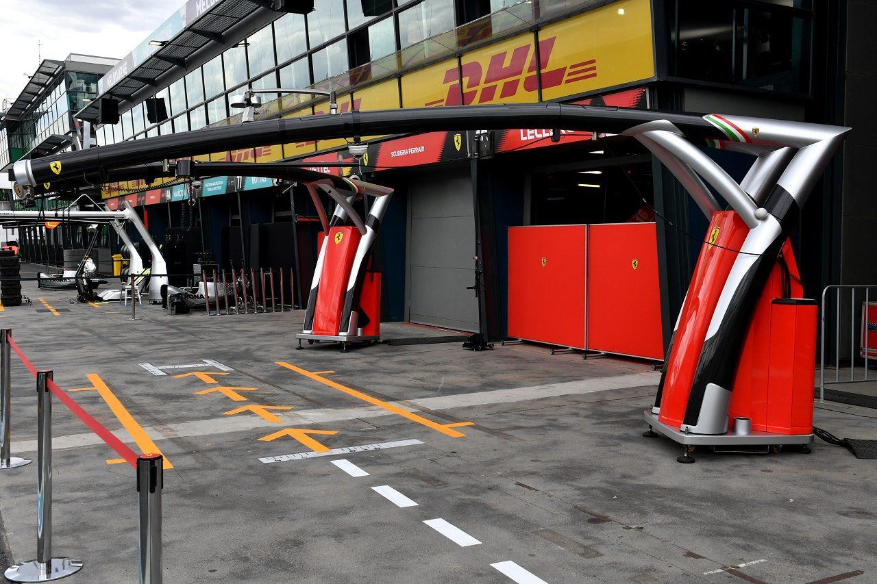 2020年F1オーストラリアGP金曜 中止が決まった後のフェラーリのガレージ