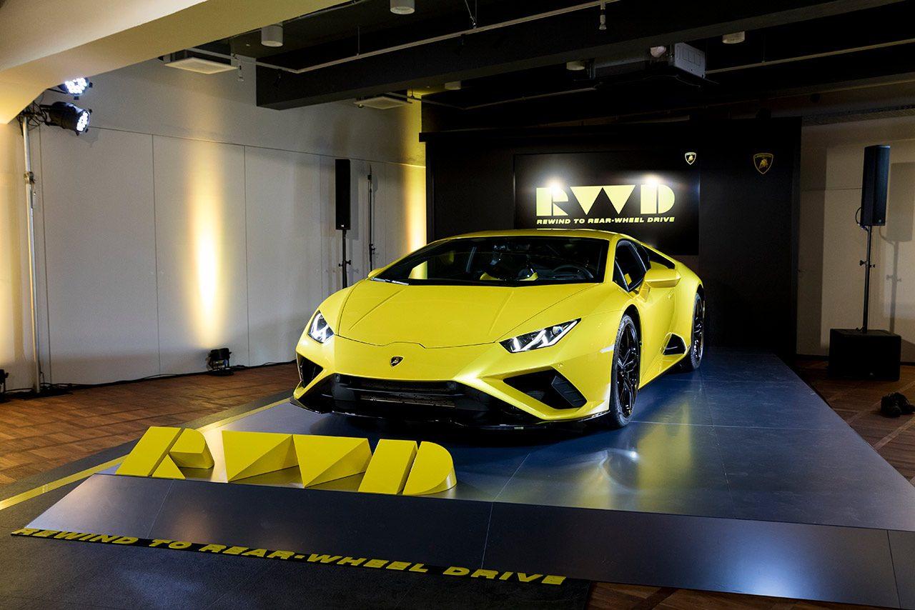 見た目も走りも超絶スーパー、3000万円超の絶対的な価値。ランボルギーニ・ウラカンEVO/最新スーパースポーツカー試乗レポート