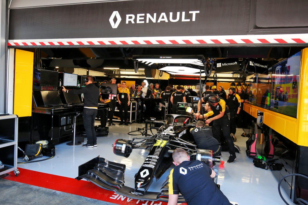2020年F1バルセロナテストでのルノーF1のガレージ