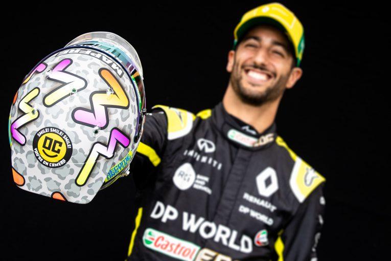 F1 | リカルドが2020年新ヘルメットデザインを解説。テーマは「留まるな」