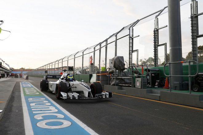 2020年F1オーストラリアGP金曜 練習走行を始める2シーターF1
