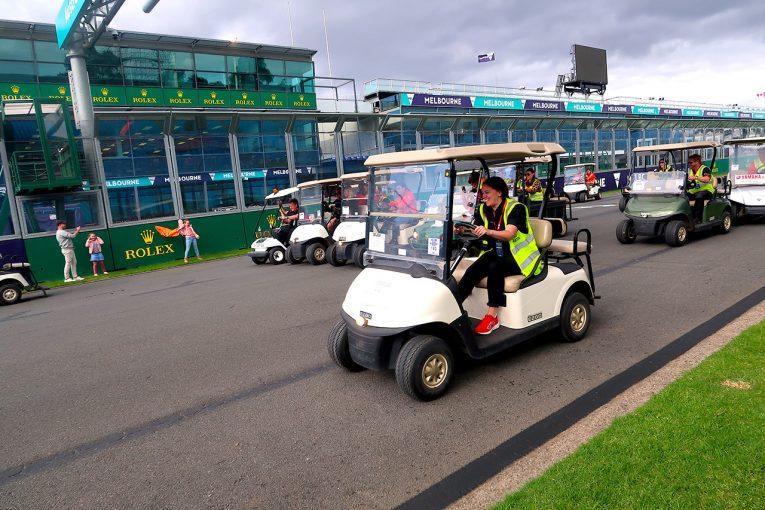 F1 | F1 Topic:グランプリ中止後のメルボルンを電動カートが走る。1周15分のレースが開催