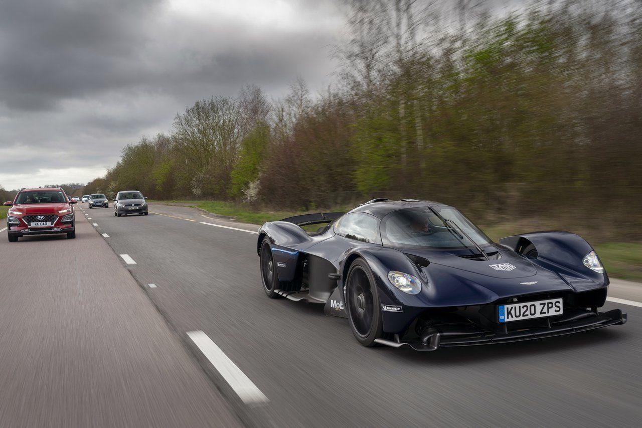 アストンマーティンの1000馬力超ハイパーカー『ヴァルキリー』が公道デビュー