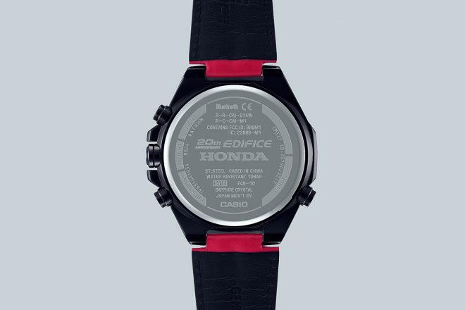"""20th Anniversary EDIFICE HONDA""と刻印されたECB-10HRの裏蓋"