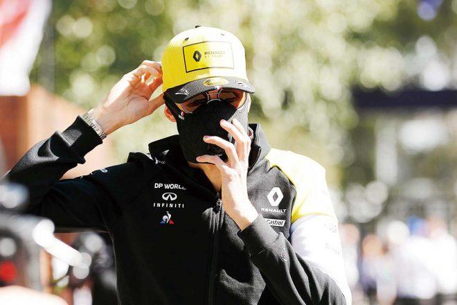 ドライバーではエステバン・オコンがサングラスにマスク姿で現れたが、メルボルンに集まった多くのファンを見てみると、マスク等の予防をしている様子は見られなかった。