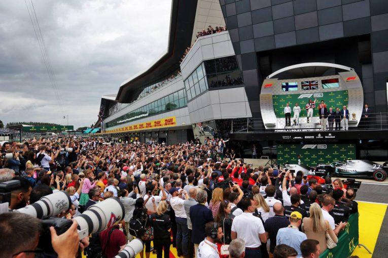 F1   「常設のシルバーストンでは複数回のF1開催が可能」と代表が発言。2戦目は逆回りレイアウトを提案