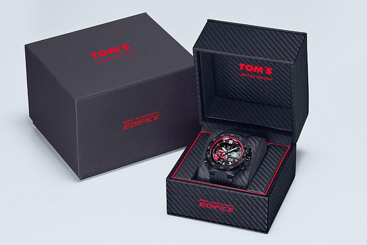 カシオEDIFICE×TOM'Sコラボレーションモデル第2弾登場。黒のカーボン素材に赤富士をモチーフ