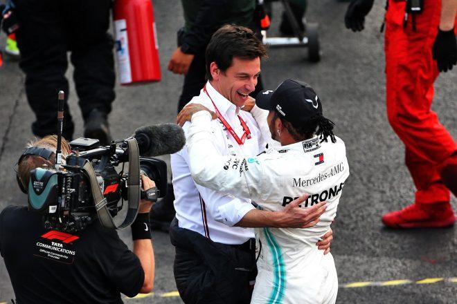 2019年F1メキシコGPでのトト・ウォルフ代表とルイス・ハミルトン(メルセデス)
