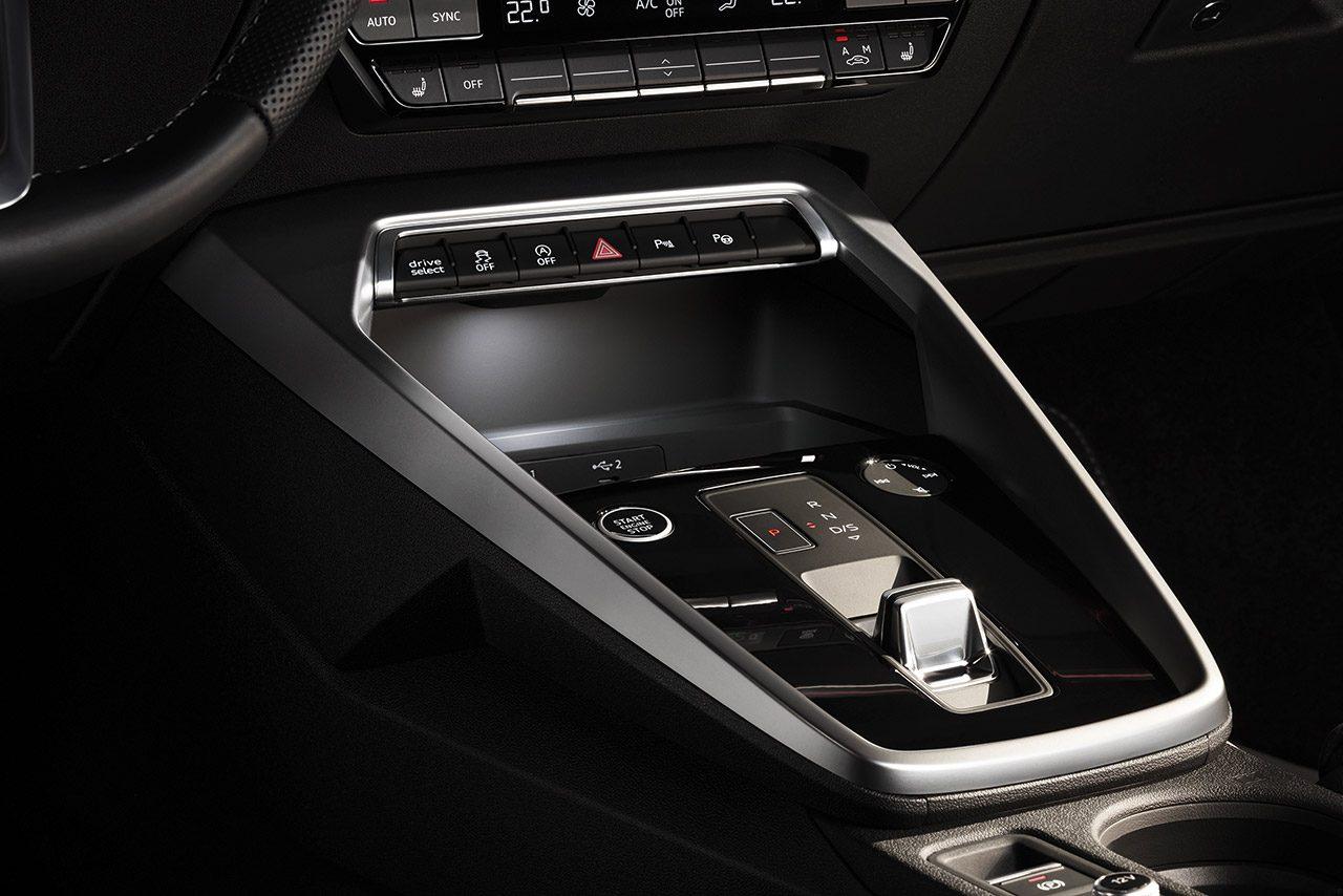 アウディ、新型『A3セダン』発表。流線形のボディにデジタルコックピットや6速MTなどを採用
