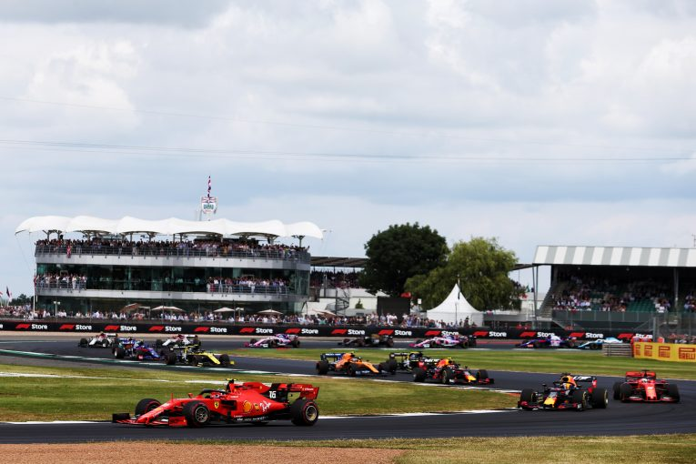 F1   コース逆走でのF1開催をドライバーは歓迎も、実現は困難