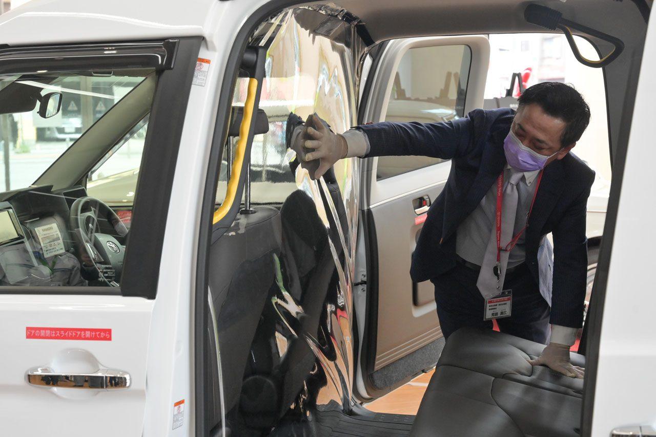 トヨタ、ハイエースを改造した新型コロナウイルス重症患者向け移送車両を医療機関に提供