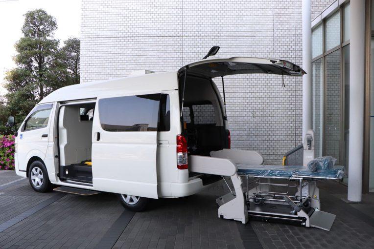 インフォメーション | トヨタ、ハイエースを改造した新型コロナウイルス重症患者向け移送車両を医療機関に提供