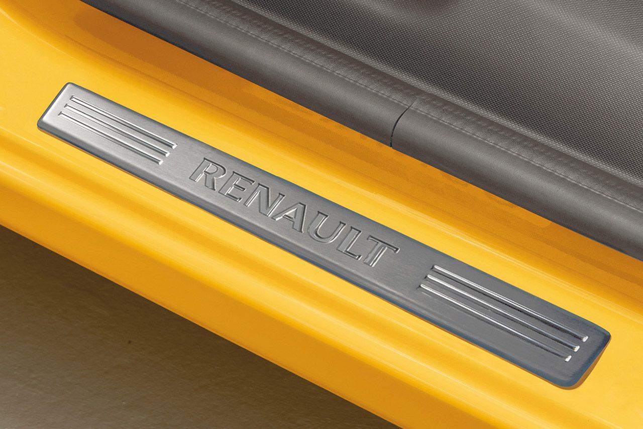 ルノー・トゥインゴに先進装備を充実させた100台限定の特別車『ブリヤント』が登場