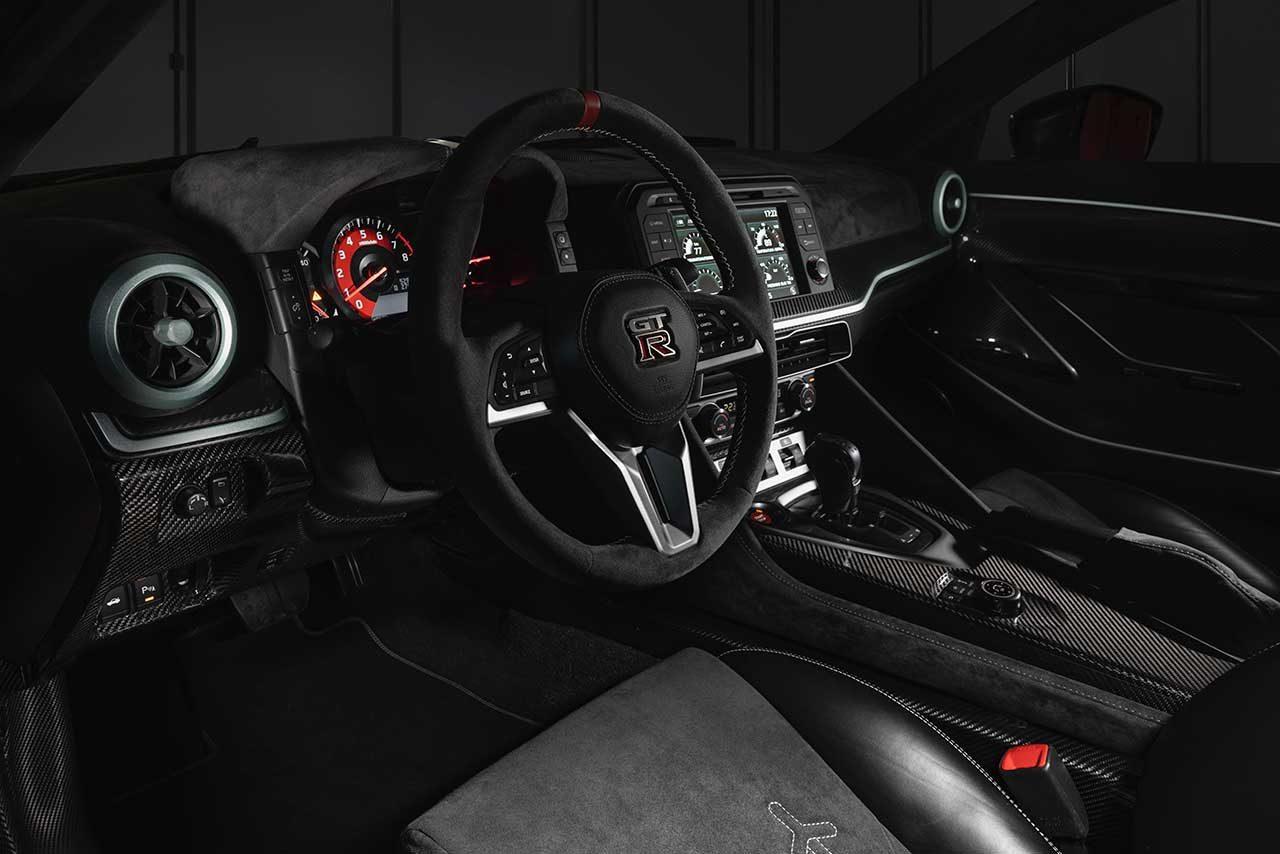 『ニッサンGT-R 50』の市販モデルが初公開。ニスモのハンドビルドV6を搭載し720馬力を発揮