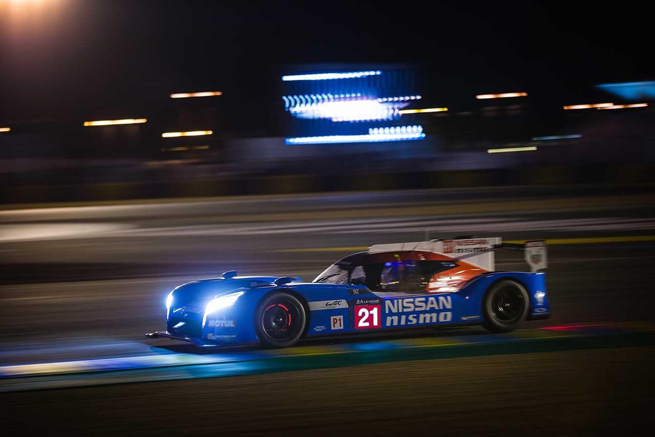 2015年ル・マン24時間レースを戦うニッサン GT-R LM ニスモ