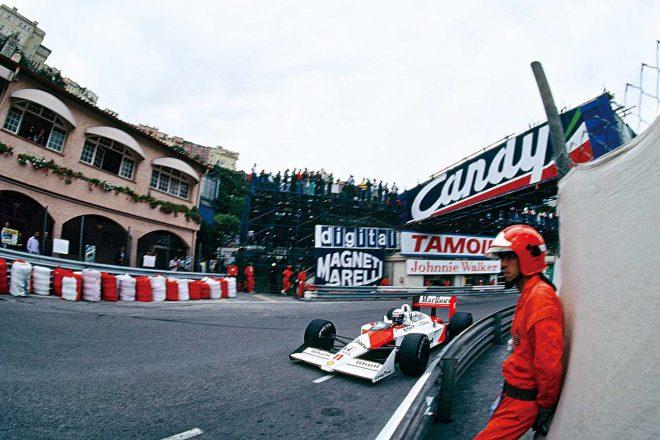 1988年F1モナコGPを戦うアラン・プロスト(マクラーレン・ホンダ)