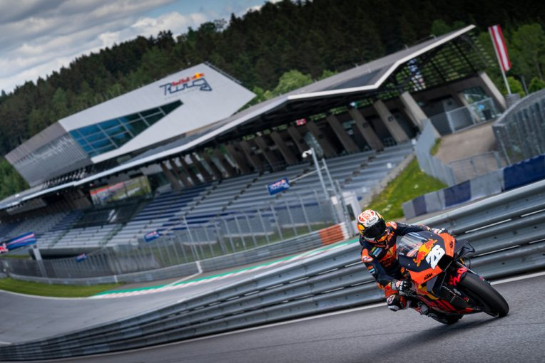 MotoGP   3カ月ぶりのMotoGPマシン走行。KTMがレッドブル・リンクでプライベートテストを実施